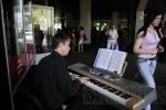 У метро «Волковская» прошел фортепианный концерт: Фоторепортаж