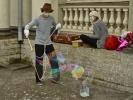 Клоуны-мимы пускали пузыри на Невском: Фоторепортаж