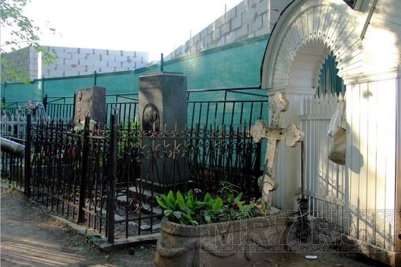 Народный сход на Шуваловском кладбище: на могилах строить нельзя: Фото