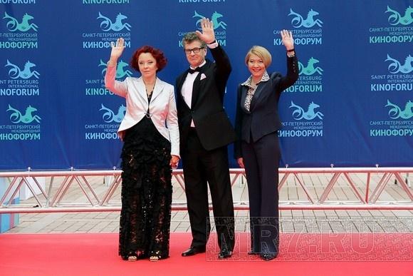 Закрытие Кинофорума: победители и красная ковровая дорожка: Фото