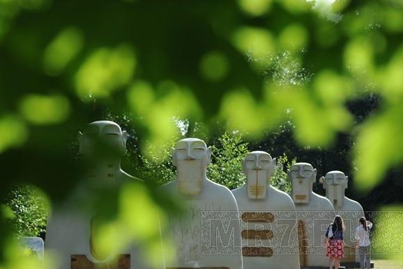 На Елагином острове появились гигантские мексиканские бюсты: Фото