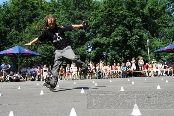 На роллеродроме ЦПКиО соревновались роллеры: Фото
