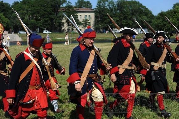 В Петропавловской крепости «играли» в петровскую эпоху: Фото