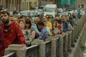 Новая Голландия: 30 минут в очереди, чтобы полежать на газоне