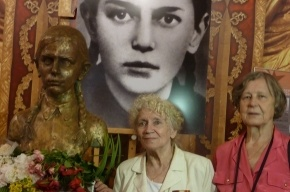 На Поклонной Горе в Москве установили памятник ленинградке