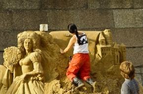 Скульптуры из песка на Заячьем острове: фоторепортаж