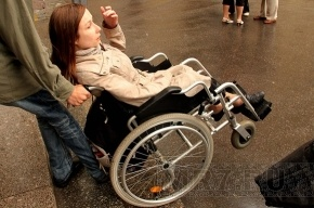 Инвалиды-колясочники будут спускаться в метро на резервных эскалаторах