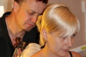 За тату-рекламу на спине петербурженка получила 10 тысяч рублей