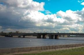 В Петербурге девушка спрыгнула с моста