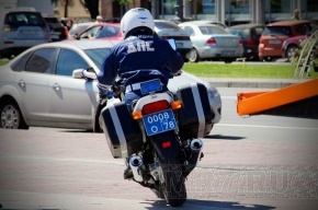 Служебная «Волга» полиции выехала на «встречку» и протаранила «Жигули»