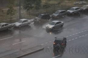 Из-за грозы в Петербурге возникли проблемы с сотовой связью