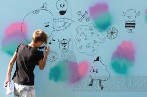 Петербургские граффитисты расписали щиты в центре города