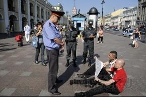 У Гостиного двора сидят бастующие активисты «Другой России»