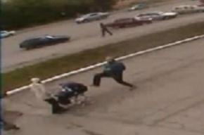 Житель Воркуты пнул ребенка в коляске на глазах у мамы