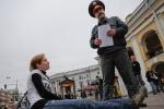 Активисты «Другой России» еще раз посидели у «Гостиного двора»: Фоторепортаж