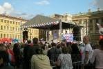 Петербуржцы в День флага запустили в небо «голубей мира» (фоторепортаж): Фоторепортаж