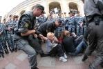 Фоторепортаж: «В Петербурге задержали сидевших и аплодировавших»