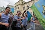 Десантники прошли по центру Петербурга: Фоторепортаж