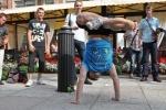 Фоторепортаж: «Сторонники здорового образа жизни ходили на руках по Малой Конюшенной»