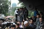 Фоторепортаж: «Утро: Мусульмане заполонили станцию метро «Горьковская»»