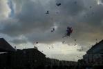 Фоторепортаж: «Петербуржцы в День флага запустили в небо «голубей мира» (фоторепортаж)»