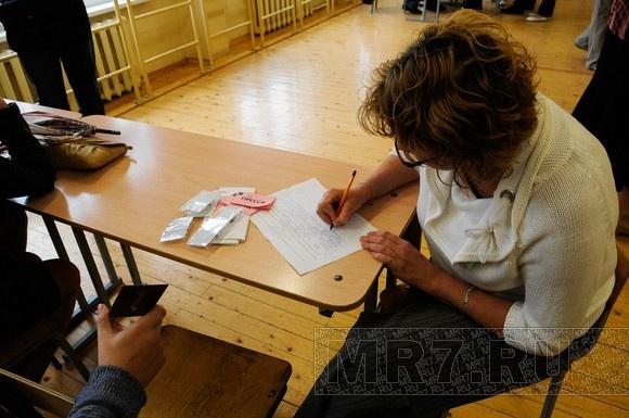 Муниципальные выборы: в «Петровском» очереди, на «Красненькой речке» - гуляния: Фото