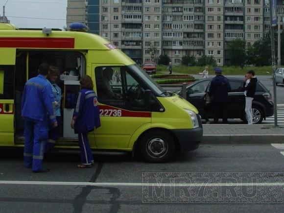 На Комендантском проспекте сбили женщину: Фото
