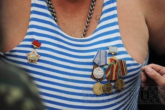 Десантники прошли по центру Петербурга: Фото