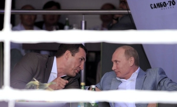 Путин побывал на боях без правил: Фото