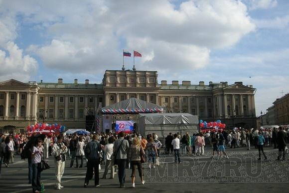 Петербуржцы в День флага запустили в небо «голубей мира» (фоторепортаж): Фото
