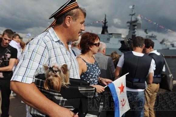 Город отпраздновал День ВМФ: фоторепортаж: Фото