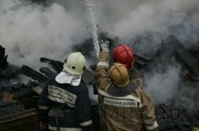 В горящем ангаре с полиэтиленом пострадал мужчина