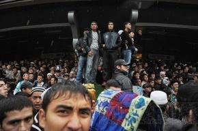 Утро: Мусульмане заполонили станцию метро «Горьковская»