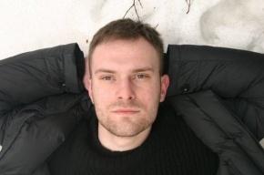 Актера Никиту Емшанова отпели и похоронили в Петербурге