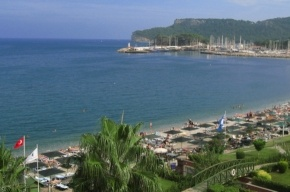 На пляже турецкого курорта произошел взрыв, пострадали россияне