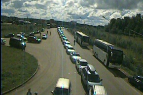 Перед въездом в Финляндию стоят около тысячи машин