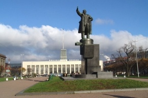 Хулиганы вылили моющее средство в фонтан на площади Ленина