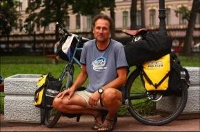 Человек, трижды намотавший на спицы Экватор, сегодня катается по Петербургу