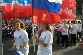 Петербуржцы в День флага запустили в небо «голубей мира» (фоторепортаж)