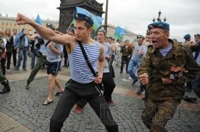 Десантники прошли по центру Петербурга