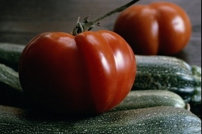 Житель Сибири вырастил 2-килограммовый помидор
