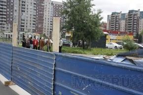 Прекращено строительство магазина на углу Камышовой и Стародеревенской улиц