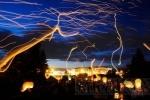 Вечернее небо Петербурга раскрасили цветные горящие фонарики: Фоторепортаж