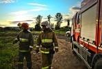 В поселке Бугры горели старые погреба: Фоторепортаж