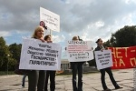 Фоторепортаж: «На Пионерской площади прошел митинг за права женщин»