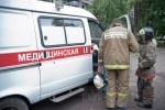 Фоторепортаж: «На Новосибирской улице пожарные помогли врачам эвакуировать бабушку»