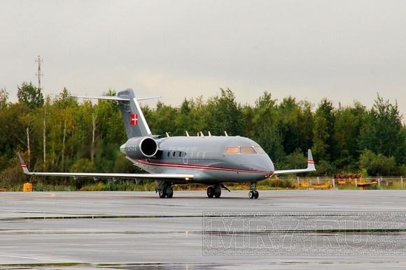 Датская королева прилетела в Петербург (фото): Фото