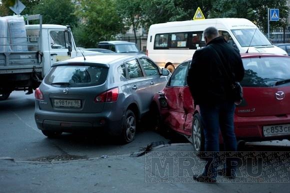 В Приморском районе столкнулись две иномарки: Фото