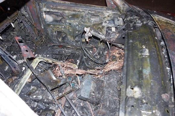 На улице Маршала Блюхера сгорела машина: Фото