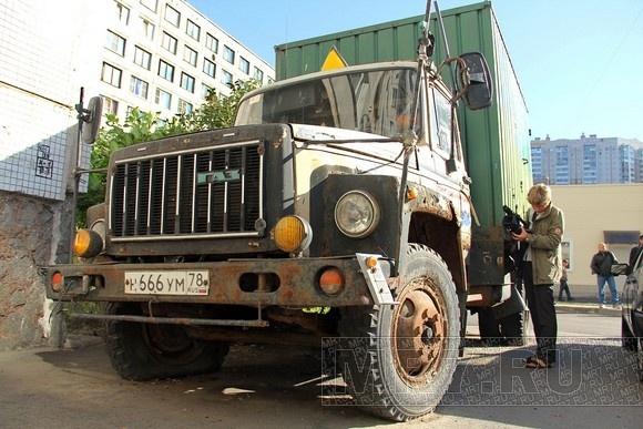 В Приморском районе эвакуировали брошенные машины: Фото
